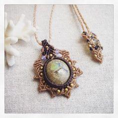 今日のマクラメ。 エチオピアンオパールマクラメペンダント。  #MacrameJewelryMANO  #macrame #マクラメ #handwork #naturalstone #gemstone #天然石 #accessories #pendant #opal #オパール #エチオピアンオパール #真鍮