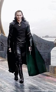 Just Tom Hiddleston — zhora-salome:  maxwell-demon:  Oh for fuck's...