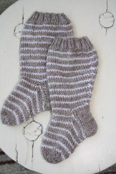 Paremman puutteeseen: Pullajalkoihin polvisukkaa Socks, Knitting, Fashion, Moda, Tricot, Fashion Styles, Breien, Sock, Stricken