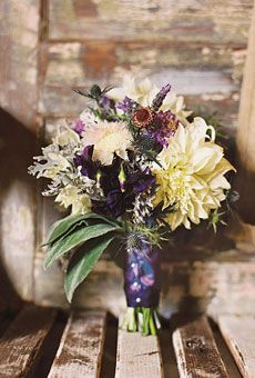 Love teh hints of lavendar in the bouquet!