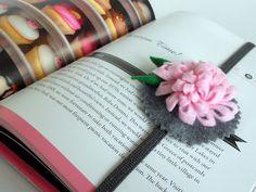 instructions for another felt flower/elastic bookmark...instructions for flower here:  http://www.infarrantlycreative.net/2011/10/how-to-make-felt-flowers.html?utm_source=feedburnerutm_medium=feedutm_campaign=Feed%3A+InfarrantlyCreative+%28infarrantly+creative%29