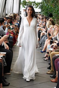 I found some amazing stuff, open it to learn more! Don't wait:http://m.dhgate.com/product/2015-fashion-a-line-wedding-dresses-white/213881815.html