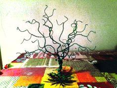 Wire jewelry tree