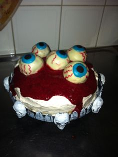 Halloween cake ;-) it is choclate cookie dough in the eyes