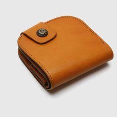 Handmade leather vintage women short wallet wallet purse wallet Leather Wallets, Leather Purses, Leather Bag, Handmade Leather, Leather Craft, Embroidery Bags, Leather Shorts, Leather Design, Leather Accessories