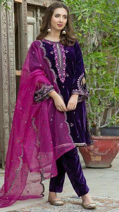 Shadi Dresses, Pakistani Formal Dresses, Pakistani Fashion Party Wear, Pakistani Bridal Wear, Indian Fashion Dresses, Pakistani Dress Design, Indian Outfits, Fancy Dress Design, Stylish Dress Designs