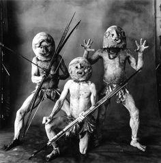 Irving Penn - Three Asaro Mud Men, New Guinea, 1970. S)