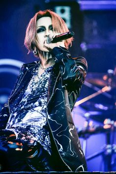 Ruki, I've never see him with a middle part like this!
