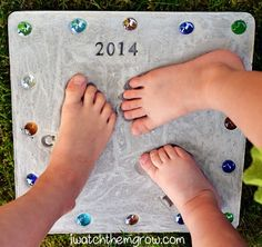 Make these fun Hand and Footprint Stepping Stones with the kids and be sure to view the Leaf Stepping Stones too!