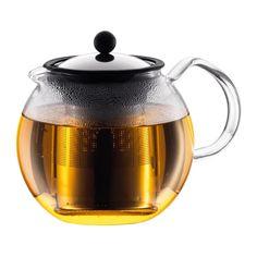 """BODUM's klassiske Assam te presse udnytter samme brygnings system som den franske presse ved at give mulighed for fuld kontrol over """"te lagt i blød"""" processen. Silikone stemplet låser teblade i bunden af filteret, når brygningen er afsluttet, afskære adgangen af vand til tebladene."""