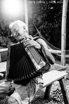 Costa Rica: Pura Vida y musica bonita...con el maestro! Costa Rica: Pura vida and beautiful music...with the master!  Casa Pampa Santa Teresa con Georges Gonzaga  www.casapampa.com