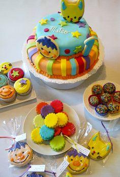 torta, cookies y cupcakes del payaso plim plim Cupcakes, Ideas Para Fiestas, Boy Or Girl, Birthday Cake, Baby Shower, Cookies, Sweet, Desserts, Food