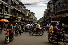 I love the busy feeling (sound and sight) of Phnom Penh <3