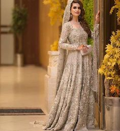 Here's to the top bride of the week ✨✨ Extravagant details #pakistanistyleguide