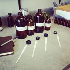 Making perfume blends Make And Sell, How To Make, Retail Shop, Apothecary, Aromatherapy, Wine Rack, Soap, Perfume, Creative