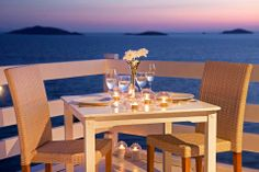 Romantic dining by the sea! Outdoor Tables, Outdoor Decor, Restaurant, Outdoor Furniture, Traditional, Table Decorations, Dining, Romantic, Sea