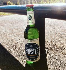 Eine kurze Runde mit den Buddies im Skatepark. Now, back to work!  #cheers #hopster #skaten #skatepark #rail #bowl #bowlpark #flatpark #shredden #hopfen #limonade #hopfenlimonade #hopfenlimo #kracherl #softdrink #klarerkopf #ohnealkohol #erfrischend #nichtsosüß #vegan #glutenfrei #undvielesmehr #aber #kein #bieer #craftbeer #original #bayern #madeinbavaria Skatepark, Beer Bottle, Cheers, Vegan, Drinks, Lunch Bags, Skating, Lemonade, Glutenfree