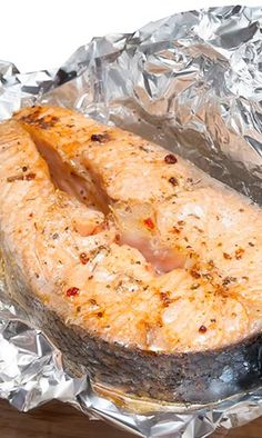 salmón en papillote Hispanic Dishes, Fish Stew, Asian Cooking, Ceviche, Fish Dishes, Fish Recipes, Tapas, Seafood, Food And Drink