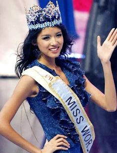 These 69 are the most beautiful miss world winners who have mesmerized people across the world from Vanessa Ponce de León, 2018 Miss world winner is also included. Fashion Models, Fashion Beauty, Steampunk Fashion, Gothic Fashion, Miss Universe National Costume, World Winner, Beautiful Chinese Women, Pageant Girls, Couture Looks
