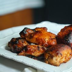 Got 10 minutes? Then make these honey sticky bbq chicken thighs in the pressure cooker! Super tender and juicy!
