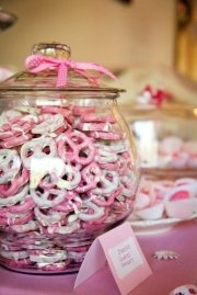 Yum!! Totally a snack for the guests!  But , in MY future wedding colors ;)