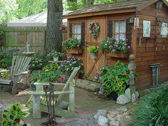 Gartenhäuser aus Holz – schönes und kompaktes Gartenhaus im Hinterhof - gartenhaus idee design architektur schön small house