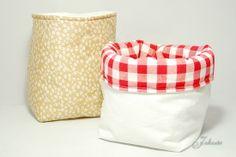 Utensilos aus Gardinen und Bettlaken / Organizers made from curtains and bed sheets