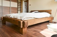 Masiv postel