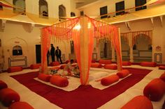 #Royal and appealing wedding decoration at Castle Mandawa. #WeddingResort  #RajasthanWedding #WeddingDestination http://castlemandawa.com/