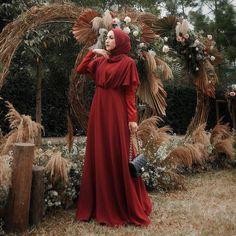 Inspired by : . Hijab Gown, Hijab Dress Party, Dress Brukat, Baby Dress, Mode Abaya, Mode Hijab, Beautiful Prom Dresses, Simple Dresses, Trendy Dresses