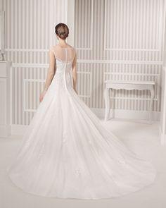 8S146 LETICIA   Wedding Dresses   2015 Collection   Luna novias (back)