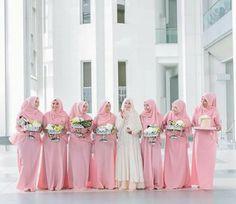 Image may contain: 7 people Malay Wedding Dress, Wedding Abaya, Muslimah Wedding Dress, Hijab Bride, Wedding Party Dresses, Bridal Hijab, Bridesmaid Poses, Bridesmaid Dress Colors, Wedding Bridesmaids