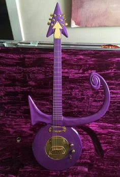 Gift from Prince to Tavis Smiley Prince Cake, Prince Party, Guitar Tattoo, Guitar Art, Purple Guitar, Prince Paisley Park, Purple City, Sheila E, Prince Purple Rain