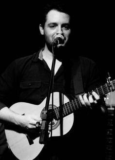 Rádio Base: Violeiro regrava canção de músico catarinense