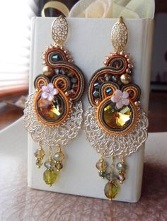 Brown and White Soutache, Bead Embroidery, Shibori Silk Design Earrings. Soutache Necklace, Beaded Earrings, Earrings Handmade, Jewelry Crafts, Jewelry Art, Passementerie, Handmade Jewelry Designs, How To Make Beads, Beaded Embroidery