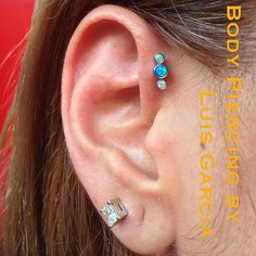 Gorgeous single forward helix with an anatometal gem cluster