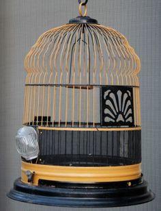 Antique Art Deco Bird Cage with Glass Water and Food Dishes 1920s Furniture, Antique Bird Cages, Bird Boxes, Ceramic Birds, Art Deco Design, Home Decor Inspiration, Decoration, Art Nouveau, Birdhouses