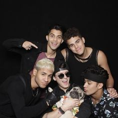 #LatinStrong @sonymusiclatin @itsdougthepug Memes Cnco, Cnco Richard, Pug, Funny Texts Jokes, Latin Artists, Love Of My Life, My Love, Picture Video, Photo And Video