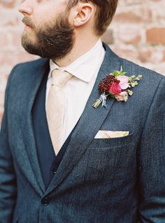 Floral Design : Twigs Floral Studio | Grooms Suit : Paul Smith  | Photography : Em The Gem Read More on SMP: http://www.stylemepretty.com/2015/01/12/modern-san-francisco-town-hall-wedding/