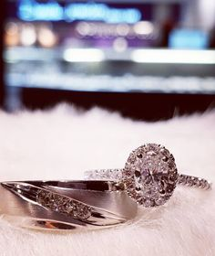 Let's get married in fall 💎,🍂🍂🧡 Galleria Mall, Let's Get Married, Oval Diamond, Fall Season, Rings For Men, Diamonds, White Gold, Engagement Rings, Jewels