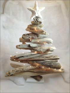 Ted's Woodworking Plans - Le sapin de Noel idée creative Get A Lifetime Of Project Ideas & Inspiration! Step By Step Woodworking Plans Unusual Christmas Trees, Driftwood Christmas Tree, Coastal Christmas Decor, Rustic Christmas, Holiday Tree, Driftwood Christmas Decorations, Hanging Decorations, Beach Holiday, Handmade Decorations