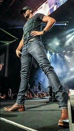 Love his legs ❤️ Luke Bryan ❤️