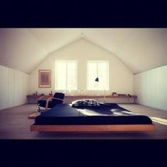 Wish I still slept on a tatami/futon thing. Best Interior, Modern Interior Design, Interior Architecture, Interior And Exterior, Contemporary Interior, Swedish Interiors, Loft Interiors, Scandinavian Interior, Modern House Design