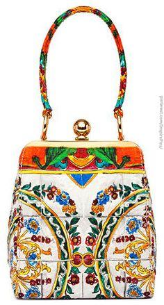 Dolce & Gabbana.         V