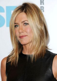Variety of Jennifer Aniston Short Hairstyles hairstyle ideas and hairstyle options. If you are looking for Jennifer Aniston Short Hairstyles hairstyles examples, take a look. Jennifer Aniston Fotos, Jennifer Aniston Short Hair, Jennifer Aniston Pictures, Short Hair With Layers, Short Hair Cuts, Short Hair Styles, Hairstyles Haircuts, Pretty Hairstyles, Celebrity Hairstyles