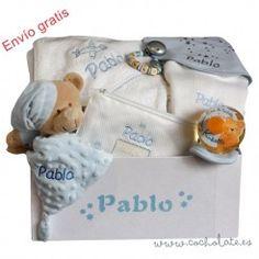 Regala una cesta regalo para bebé. Con todo lo necesario para llevar al hospital. Organization, Bags, Newborn Baby Gifts, Gift Shops, Personalized Gifts, Baskets, Getting Organized, Handbags, Organisation