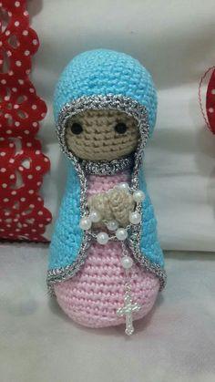 Denise Savard's media content and analytics Crochet Dolls, Knit Crochet, Crochet Hats, Amigurumi Patterns, Amigurumi Doll, Crochet Christmas Ornaments, Christmas Crafts, Lace Patterns, Crochet Patterns