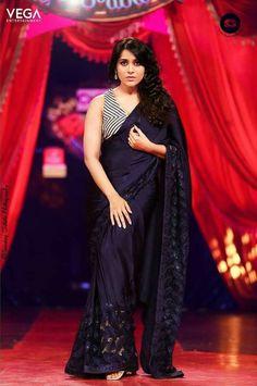 Actress Latest Stills Beautiful Saree, Beautiful Indian Actress, Anushka Shetty Saree, Saree Poses, Half Saree, Indian Beauty Saree, Indian Designer Wear, India Beauty, Bollywood Actress