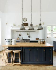 Trendy Kitchen Backsplash With Dark Cabinets Ideas Floors Ideas Kitchen Tiles, Kitchen Colors, Kitchen Flooring, New Kitchen, Kitchen Wood, Kitchen Industrial, Family Kitchen, Industrial Style, Kitchen Ceilings