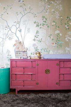 Hermoso mueble!!! (en A Modern Glam Nursery Makeover)